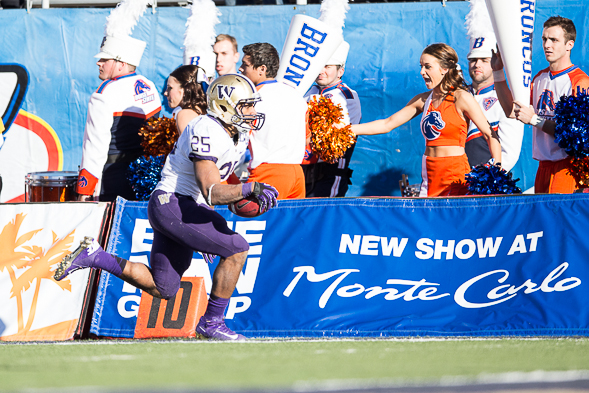 Washington's Bishop Sankey did well in the Huskies bowl game in Las Vegas a year ago, but with an option to turn pro, playing in a meaningless game carries risk. / Drew McKenzie, Sportspress Northwest