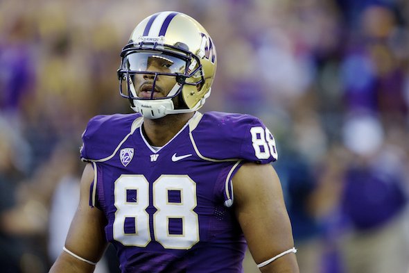In 2012, Seferian-Jenkins finished with 69 receptions for 850 yards, both single-season school records for a tight end.