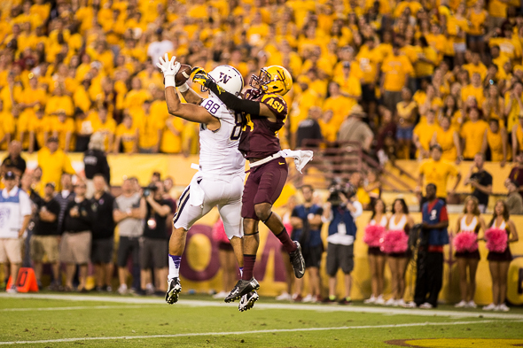 Austin Seferian-Jenkins made his only catch of the game a good one, scoring a touchdown, albeit largely futile, in a 53-24 smackdown by Arizona State Saturday. / Drew McKenzie, Sportspress Northwest