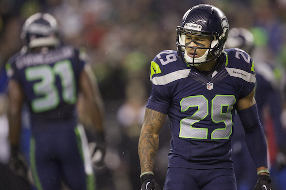 FS Earl Thomas will wear a shoulder harness he hates, but will play Sunday / Drew Sellers, Sportspress Northwest