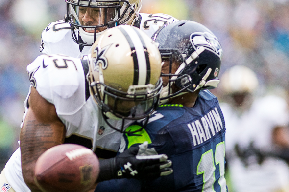 Percy Harvin lasted a half as the Saints knocked him out of the game. / Drew McKenzie, Sportspress Northwest