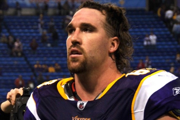 DE Jared Allen, with 128.5 career sacks, has reached agreement with the Seattle Seahawks on a two-year deal. / Wiki Commons