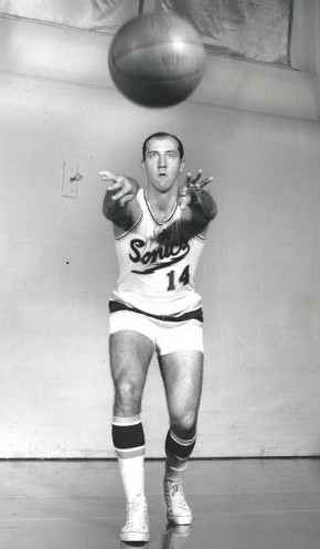 Tom Meschery played his final season (1970-71) in the NBA the year that Haywood played his first. / David Eskenazi Collection