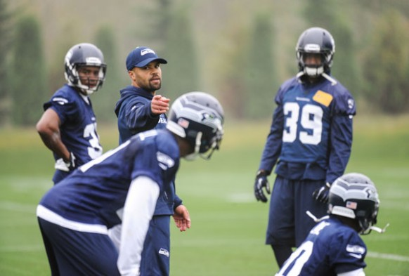 Kris-richard-seahawks-coach-582x393