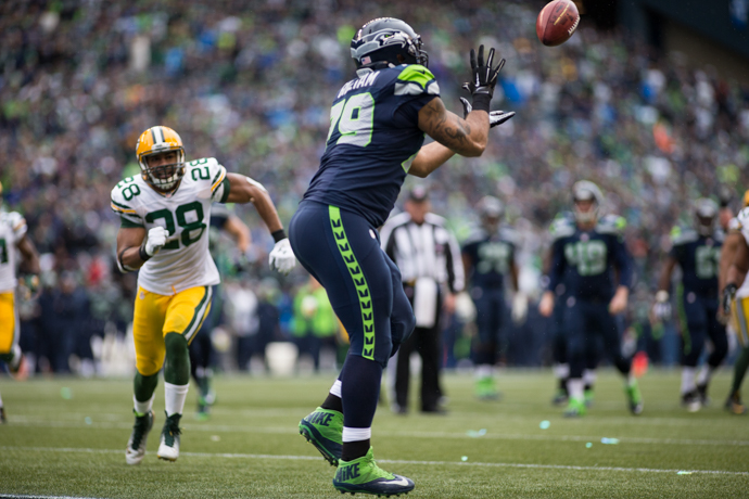 Garry Gilliam caught this touchdown pass on a tackle-eligible play to help beat Green  Bay in the playoffs in 2015. / Drew McKenzie, Sportspress Northwest