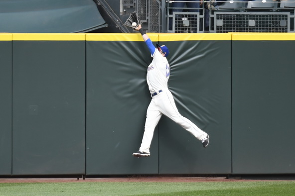 Mitch Haniger made the defensive play of the season, taking away a hiome run from the Rangers' Joey Gallo. / Alan Chitlik, Sportspress Northwest