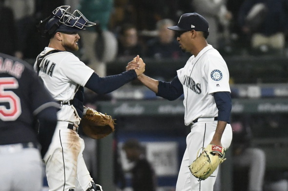 Mariners DH Nelson Cruz leaves game early