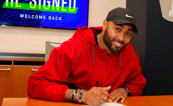KJ Wright is returning to the Seahawks, plus other roster moves